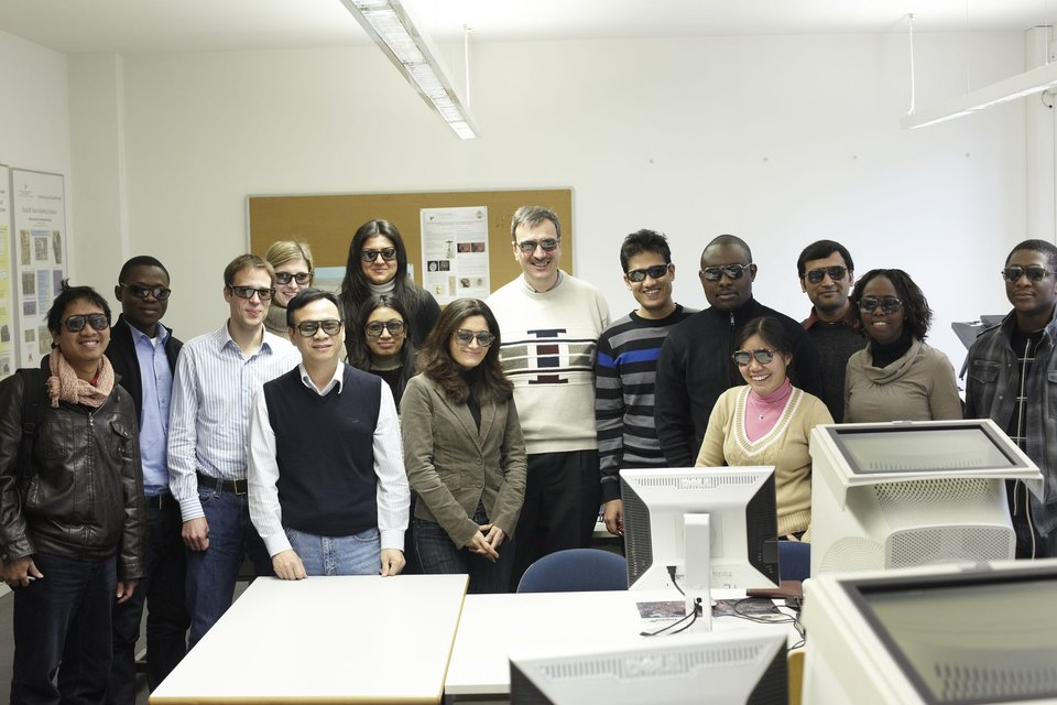 Photogrammtery lectures group photo with polarised glasses